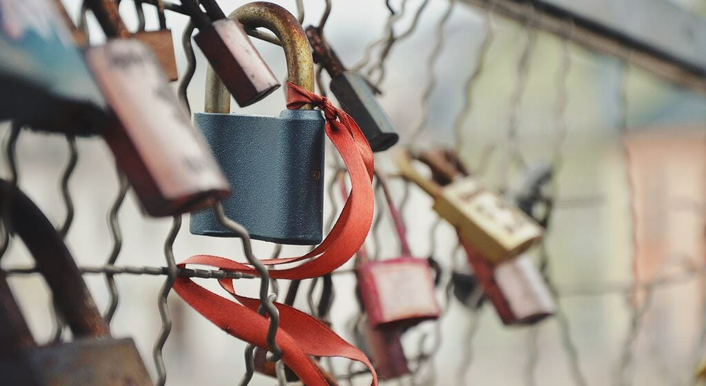 love-bridge-love-padlock-amour