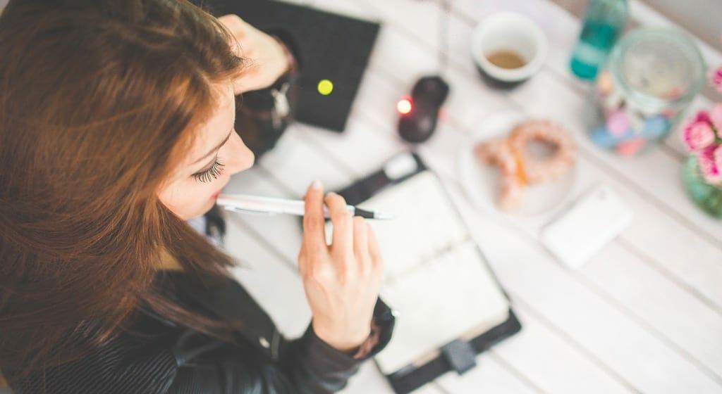 woman-hand-desk-office[1]