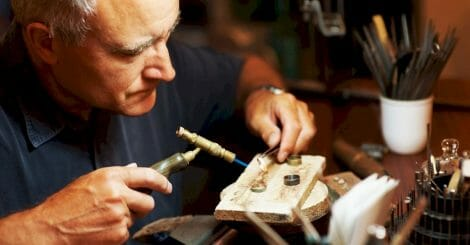 how-to-start-a-jewelry-making-business:-the-ultimate-guide
