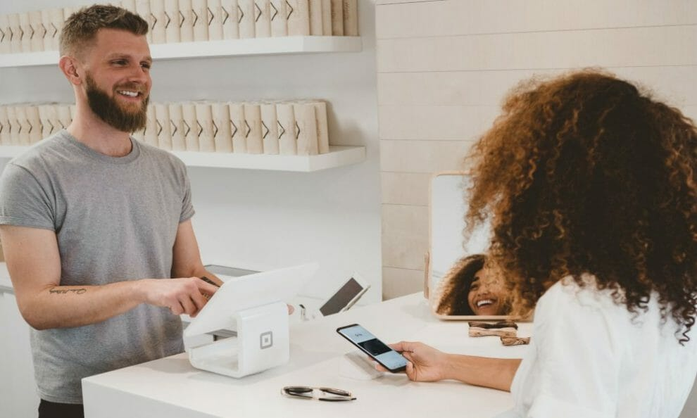 top-4-customer-experience-solutions-for-ecommerce-stores-to-succeed