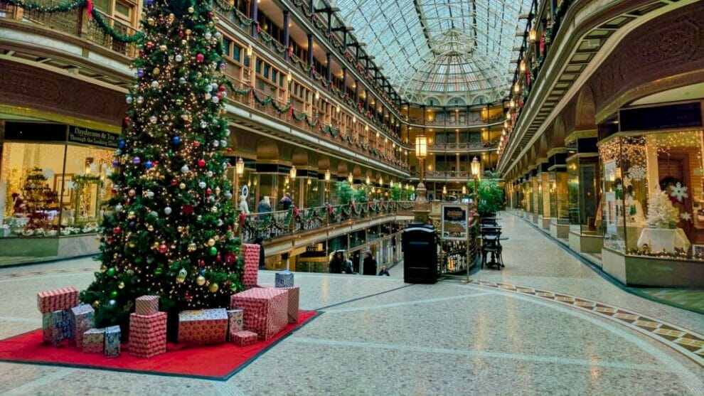ecommerce-holiday-marketing-strategy:-how-to-plan-for-profit-&-peace-during-2021's-black-friday,-cyber-monday